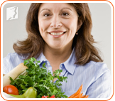 Woman with vegetables: a healthy diet can prevent menopausal breast tenderness