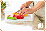 Chopping vegetables: a healthy diet can prevent menopausal breast pain