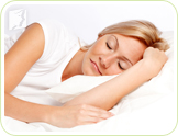 Woman sleeping: using the bedroom only for sleep helps prevent sleep disorders